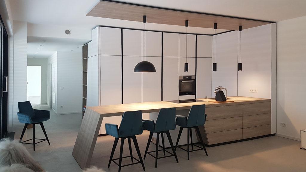 Küche aus Holz individuell gefertigt.