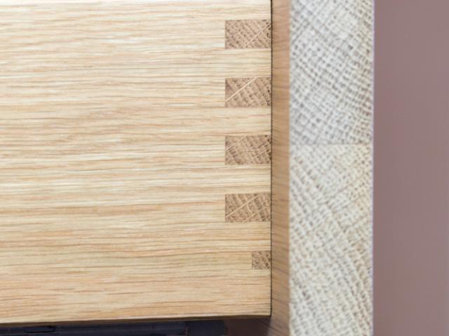 Sauber gefertigte Küchenschublade aus Massivholz