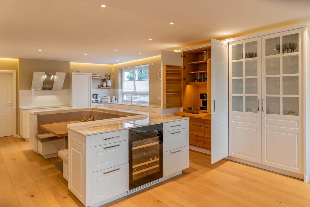 Küche individuell aus Holz von den Tischlertekten aus dem Westerwald.