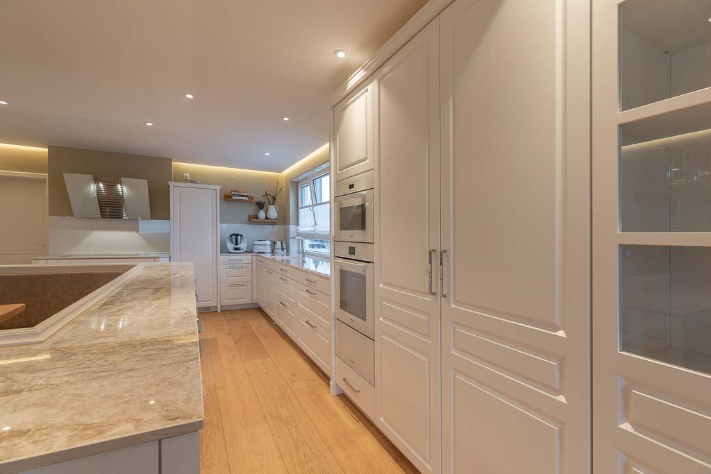 Große Arbeitsfläche in der Küche.