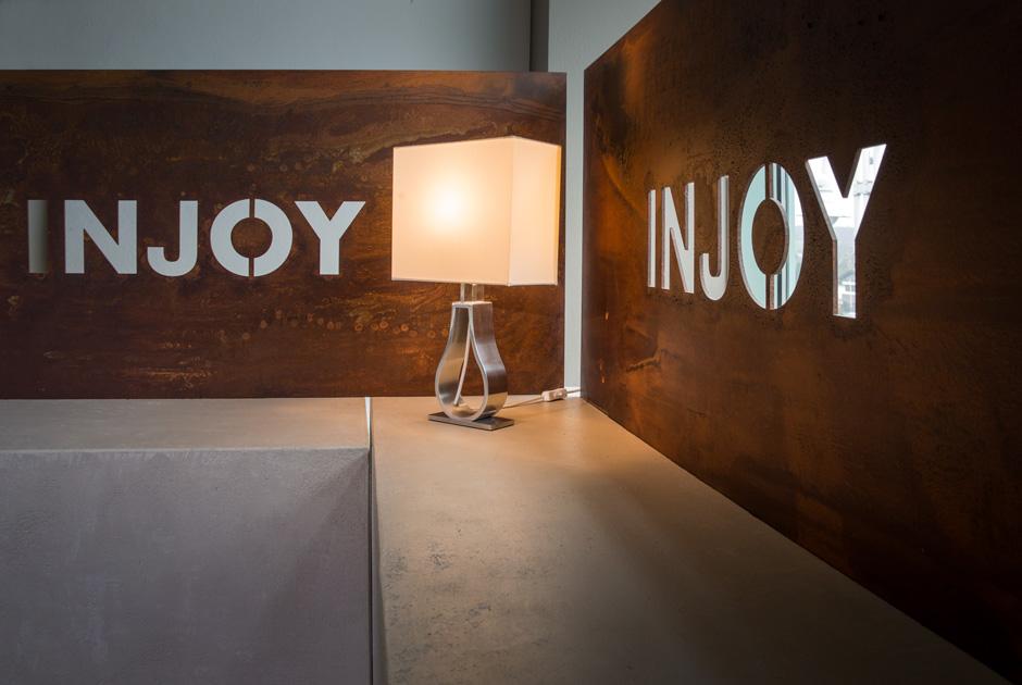 lounge, wand, trennwand, holz, betonlike, objektbau, ladenbau, tischlertekten, westerwald