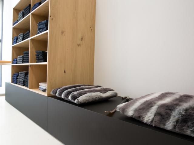 bonn, ladenbau, nrw, schreinerei, modern, hochwertig, exclusiv, westerwald, objekteinrichtung, regal, modehaus, blum